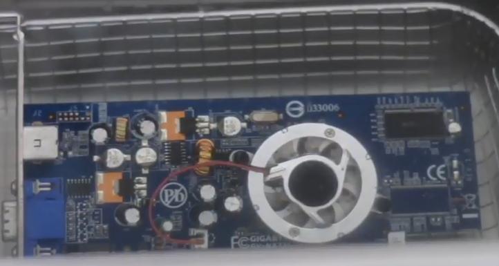 Máy làm sạch siêu âm với linh kiện điện tử